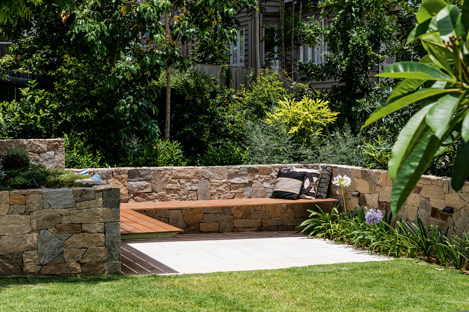 This award-winning landscape is perfect for a classic Queenslander Home