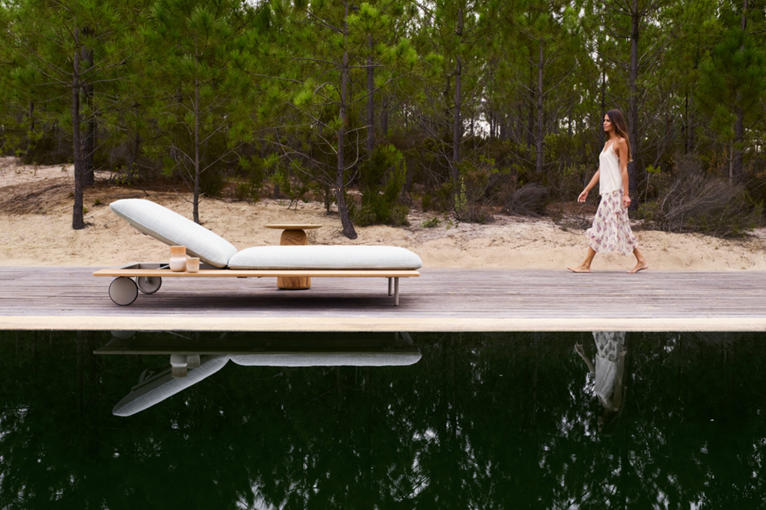 the Senja sun lounger and Dunes side table.