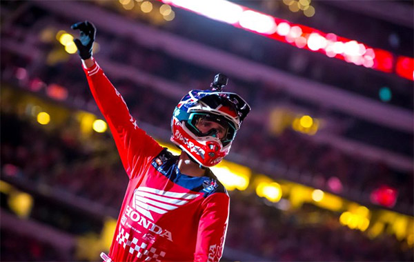 VIDEO | COLE SEELY CRASHES AT TAMPA