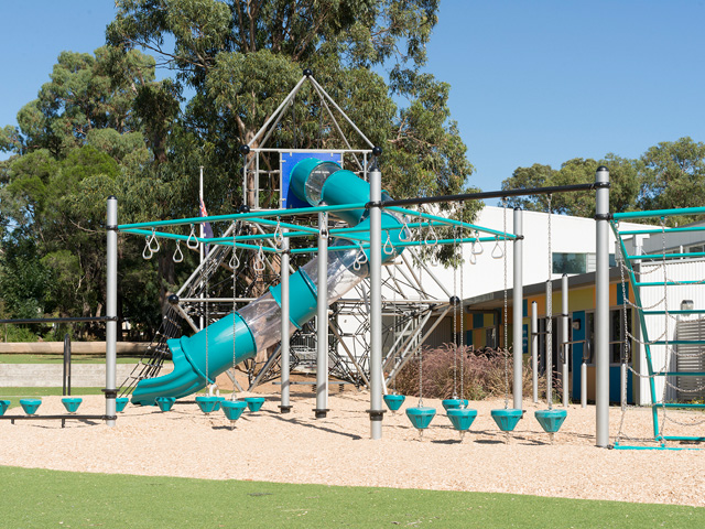imagination play, rope climbing structure