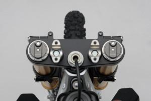 2018 Suzuki RM-Z450, front fork upper bracket.