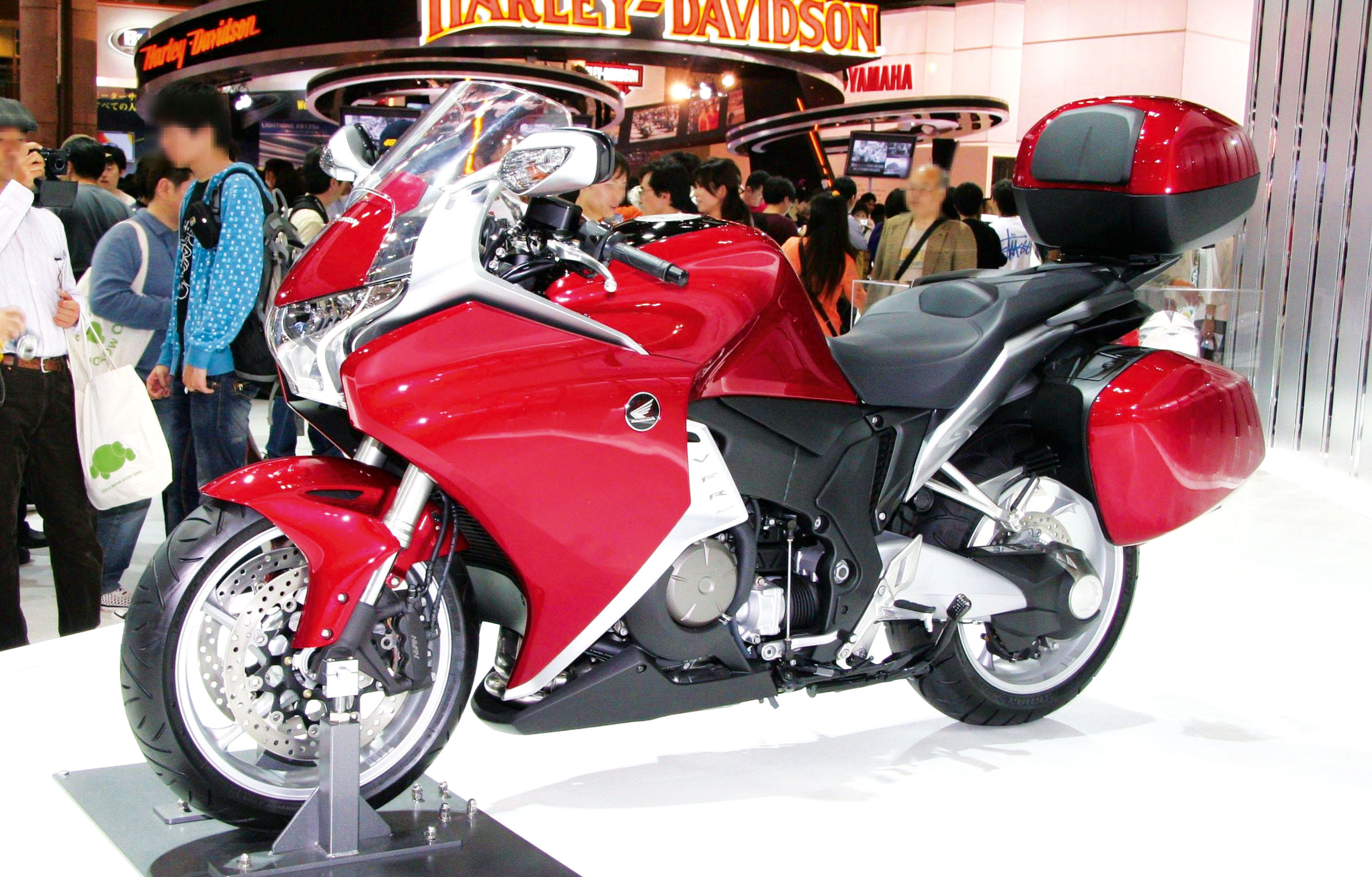 Honda_VFR1200F_with_Dress-up_Parts_and_Accessories
