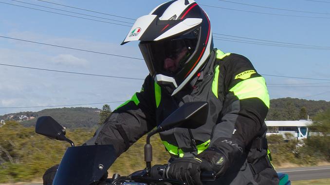 Kawasaki Z400 MY2019 – 66701 action