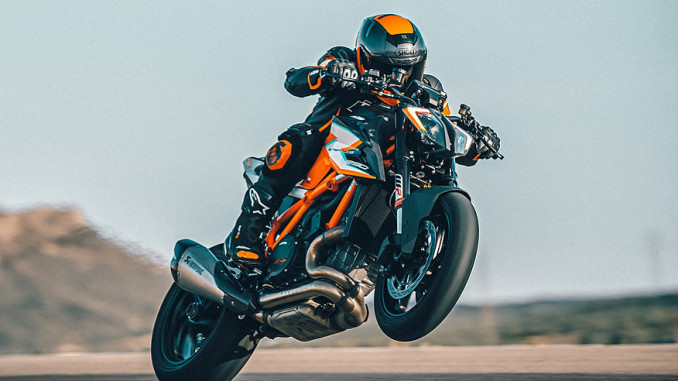 KTM 1290 SUPER DUKE RR Action-3