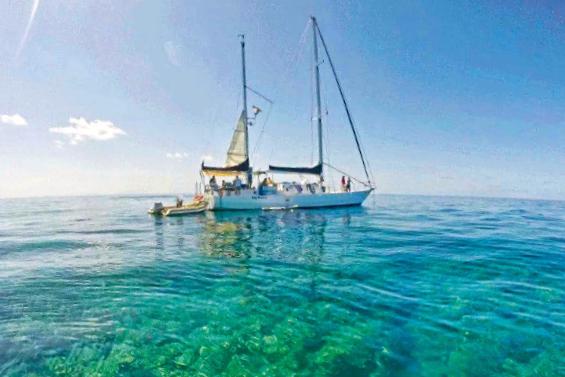 coral reef boat fish blue ocean sea