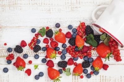 berries fruit healthy summer