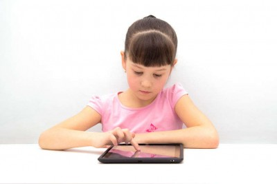 ittle girl using a tablet