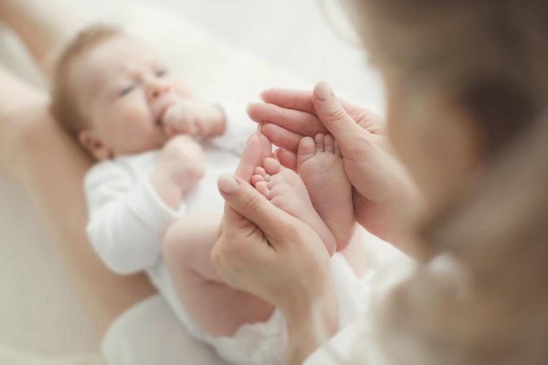 Newborn baby feet in mother hands