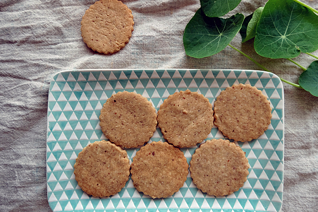 Vegan Spelt and Star Anise Biscuits with Maple Syrup Recipe