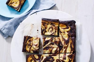Keto Cheesecake Swirl Brownies