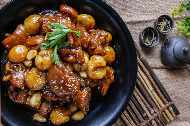 Braised Pork Knuckle with Chestnut