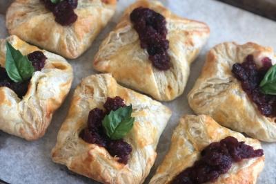 Roast Chicken, Potato & Cranberry Parcels Recipe