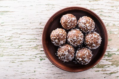 Cacao Bliss Balls Soaked with Energy Tea