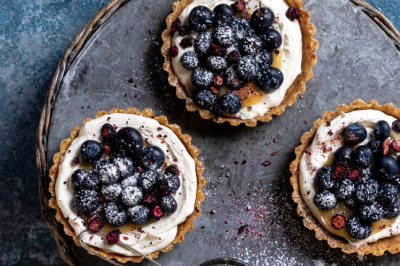 Creative snacks: Raw Lemon Curd And Blueberry Labneh Tarts