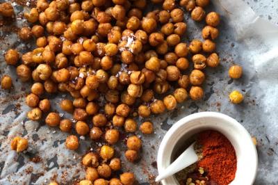 Spiced Crunchy Roasted Chickpeas