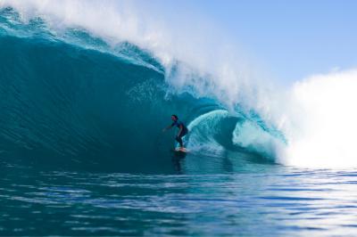 Layne Beachley catching wave