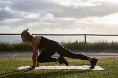 Plank With Knee To Elbow Holds