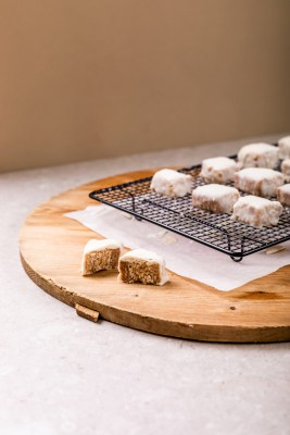 02 Eat Well Pana Organic Dreamy White Chocolate Almond Butter Bars 1